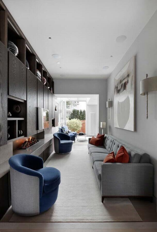sala moderna decorada com lareira e poltrona azul Foto Home Fashion Trend