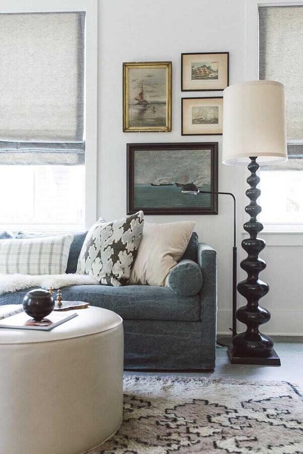 sala simples decorada com abajur de pé alto e cores claras Foto Houzz
