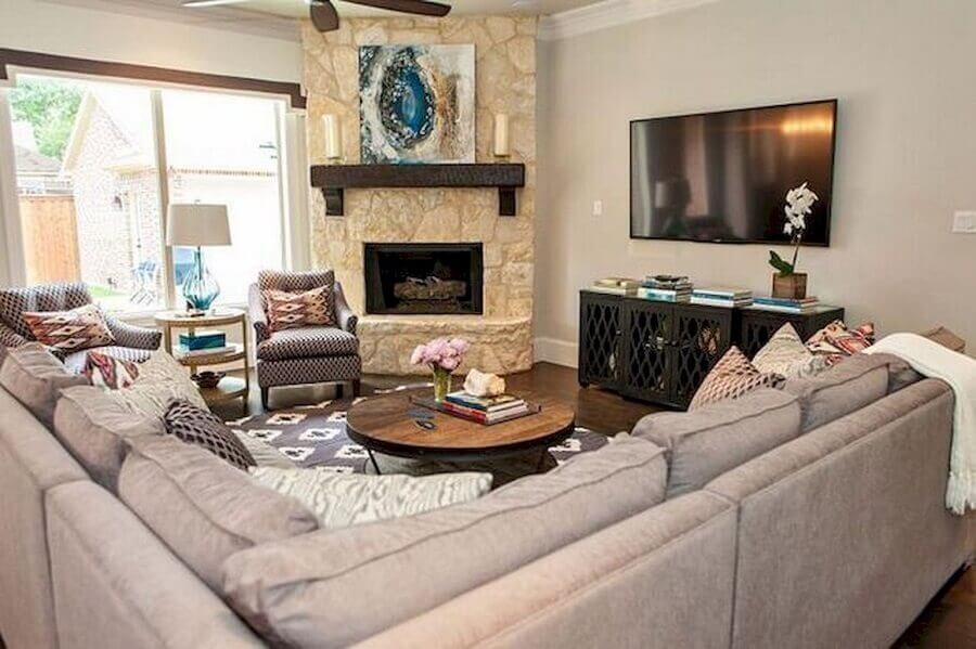 sofá de canto para decoração de sala com lareira de canto rústica Foto Pinterest