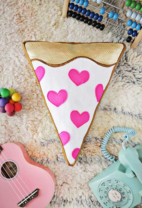 Almofadas grandes e divertidas em formato de pizza para sala de estar criativa