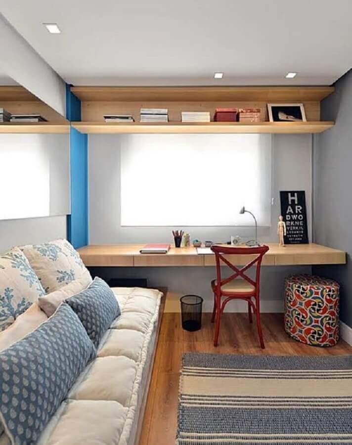 Bancada de estudo para decoração de quarto masculino pequeno Foto Bohn Fotografias