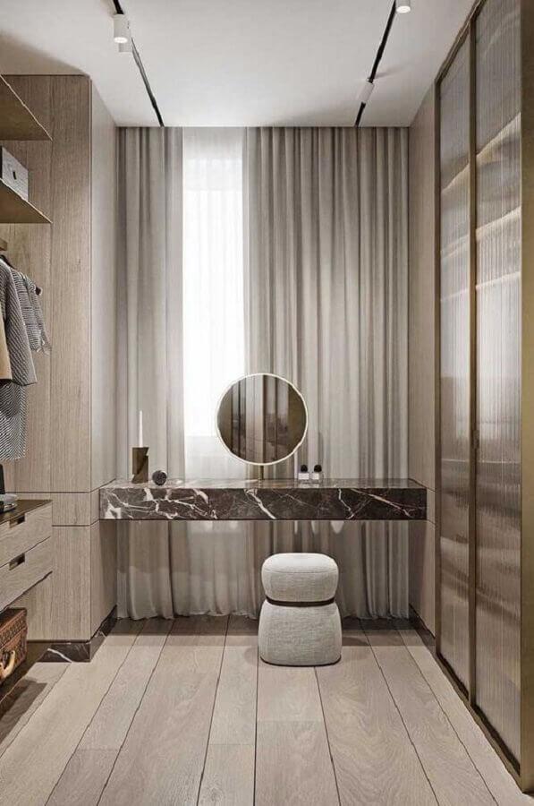 Banqueta puff pequena para decoração de closet moderno planejado Foto Futurist Architecture