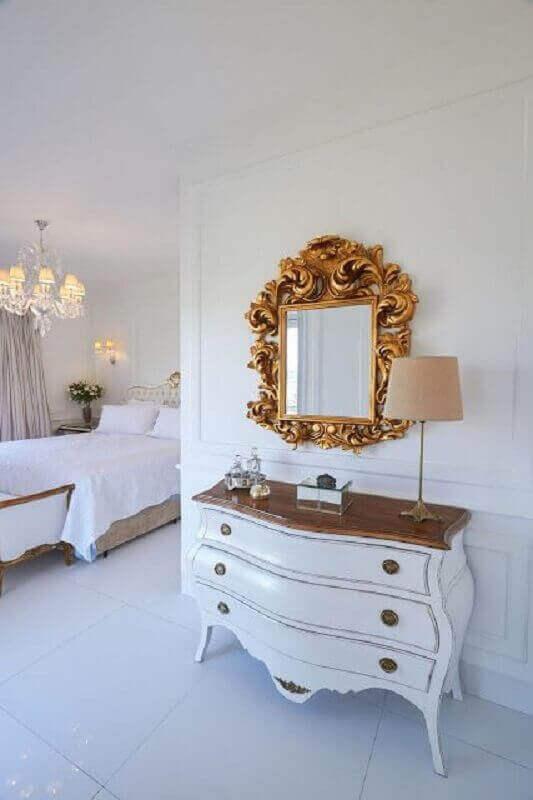 Cômoda retrô branca para decoração provençal de quarto grande Foto Jeito de Casa