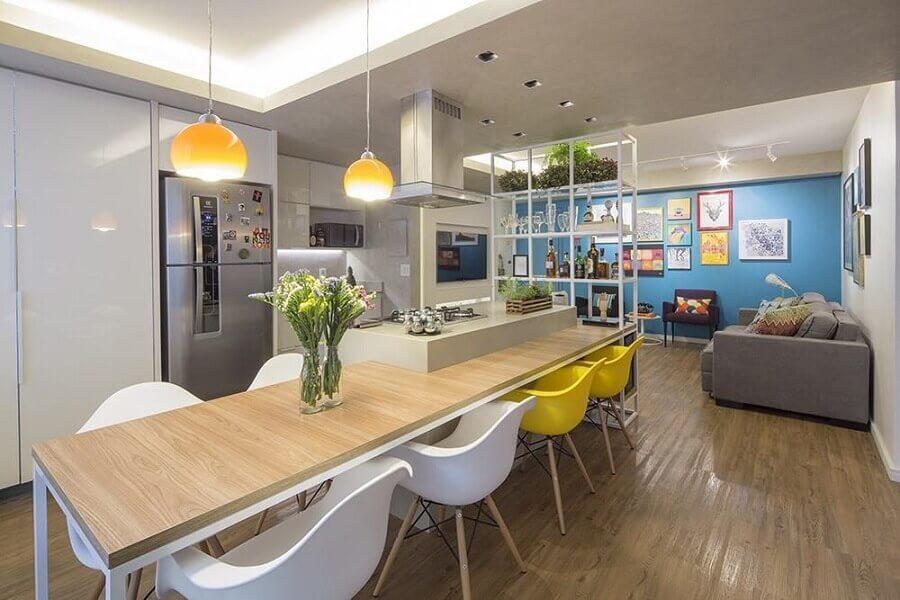 Cadeira eames para decoração de cozinha aberta com sala Foto Clarice Semerene