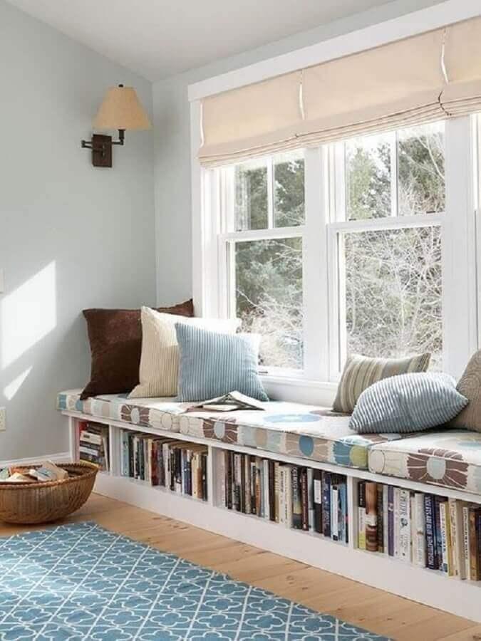 Cantinho de leitura planejado com almofada futon grande