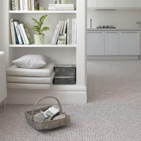 Carpete para sala moderna com estante para livros e revistas
