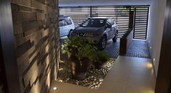Casa moderna com cerâmica para garagem antiderrapante