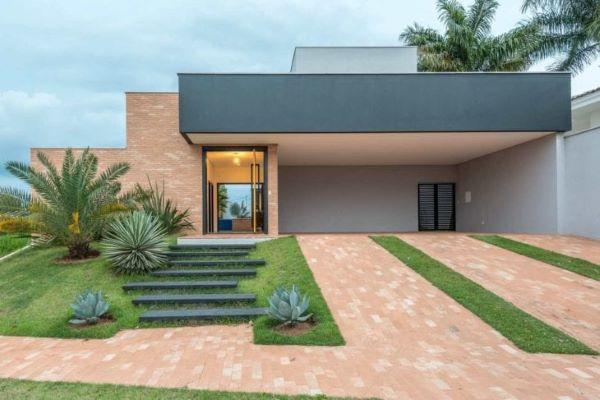 Casa moderna com garagem coberta