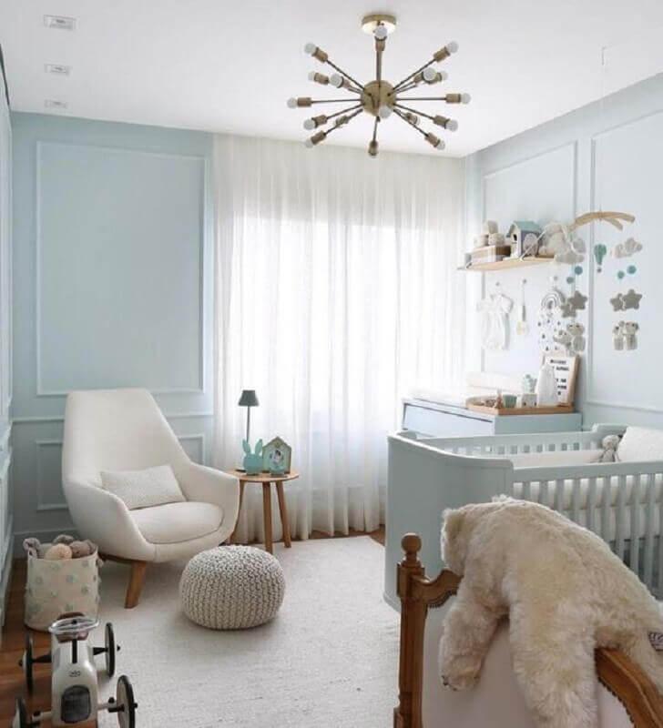Como decorar um quarto de bebê azul claro com poltrona confortável Foto Jeito de Casa