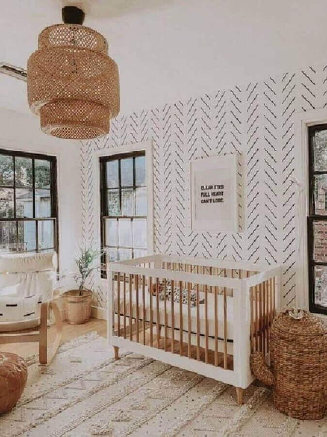 Como decorar um quarto de bebê simples em cores claras com lustre rústico Foto Pinterest