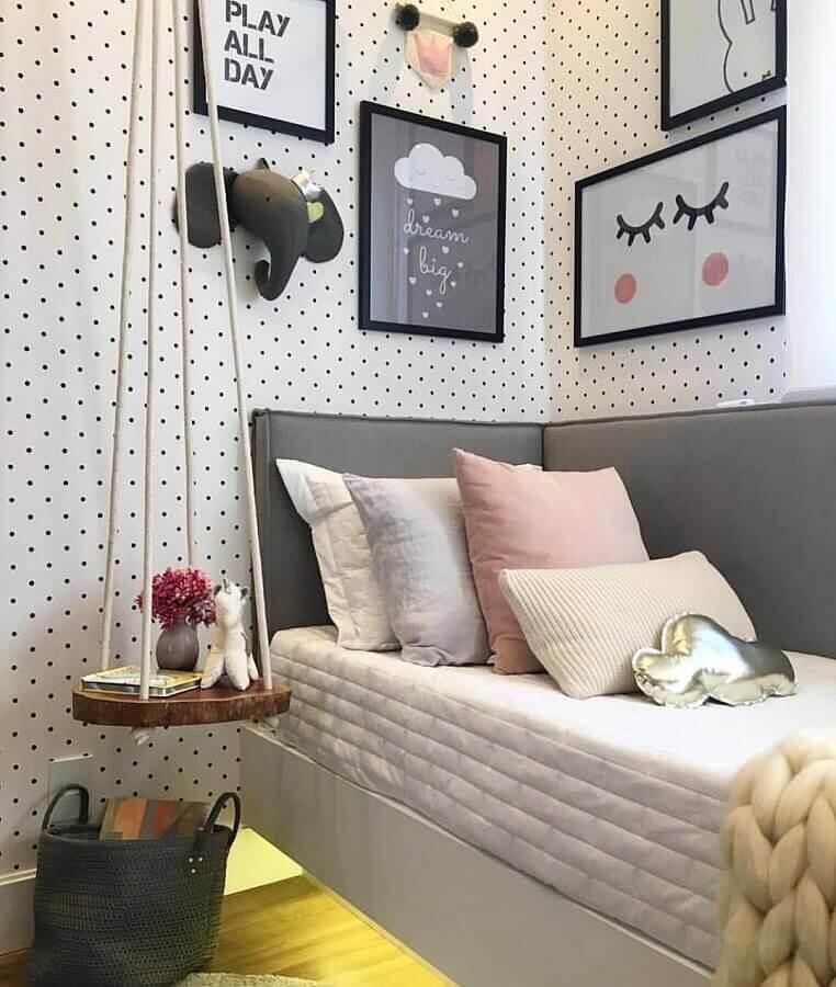 Como decorar um quarto infantil com quadros e papel de parede de poás Foto Pinterest