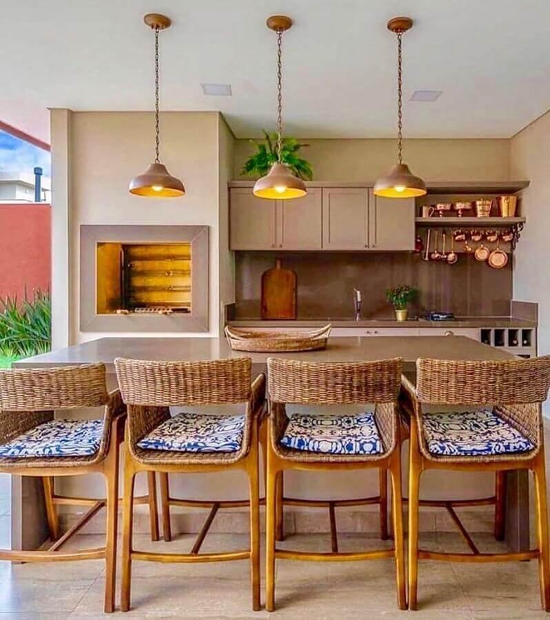 Cores claras para decoração com lustre para área gourmet externa Foto Arkpad
