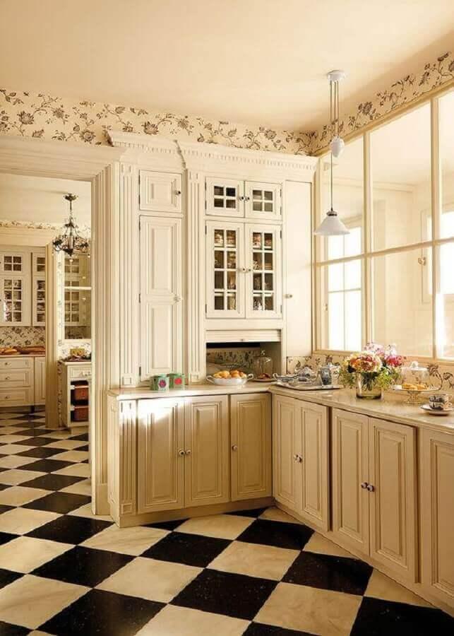 Cozinha branca provençal decorada com piso xadrez preto e branco Foto Adela Parvu