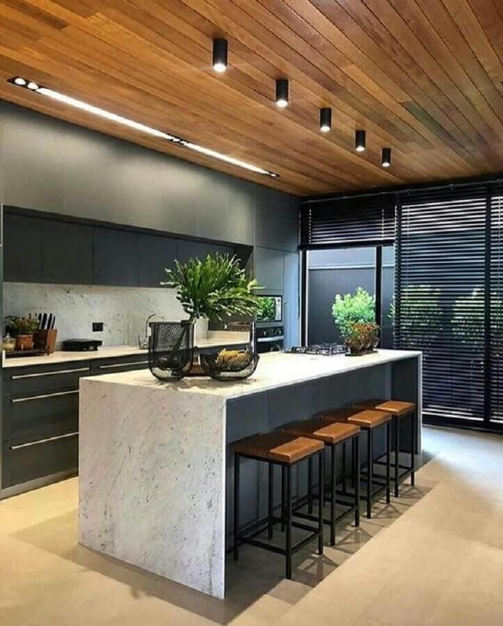 Cozinha cinza moderna decorada com banqueta para ilha de mármore Foto Futurist Architecture