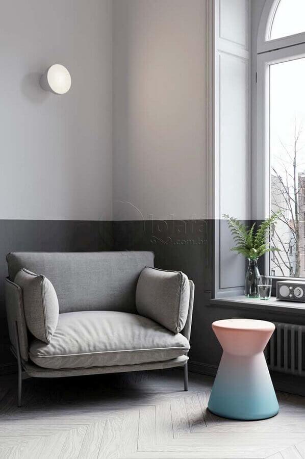 Decoração clean com poltrona pequena confortável Foto Lolafá