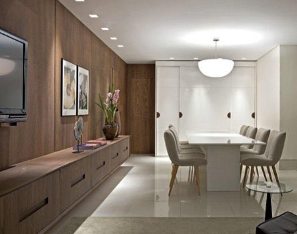 Decoração com gesso na sala com iluminação de sposts e lustre moderno