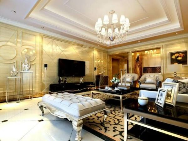 Decoração de gesso no quarto luxuoso com lustre de cristal e móveis classicos