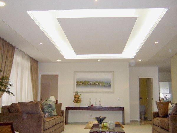 Decoração com gesso no teto iluminado