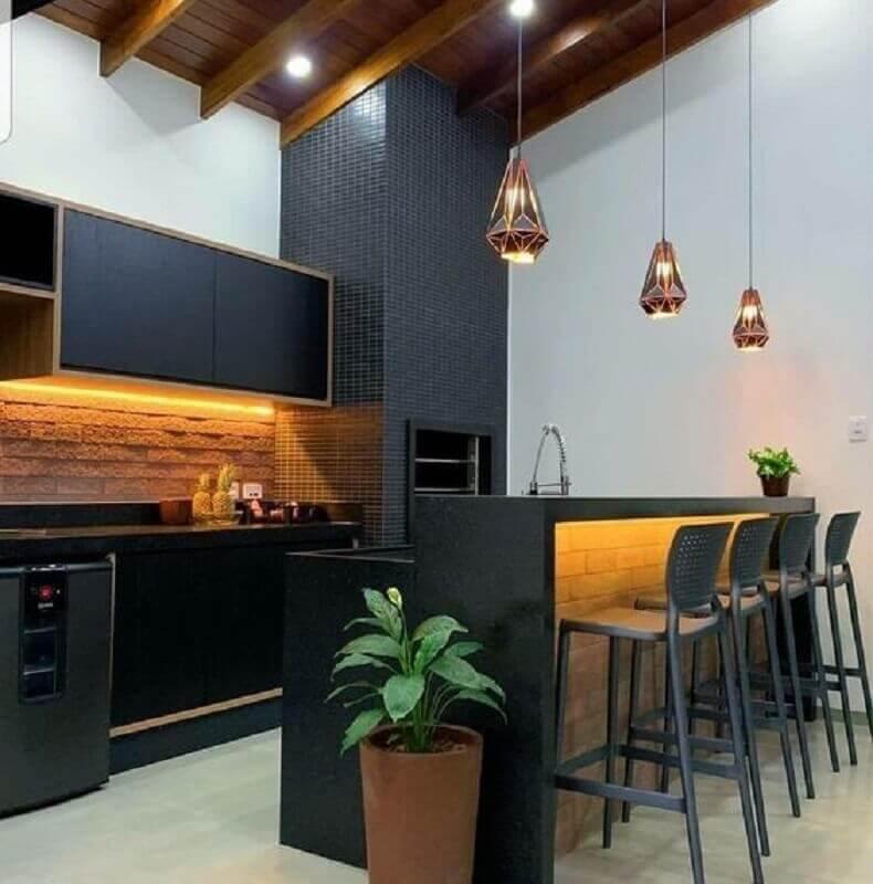 Decoração com lustre para área gourmet preta e branca Foto Pinterest