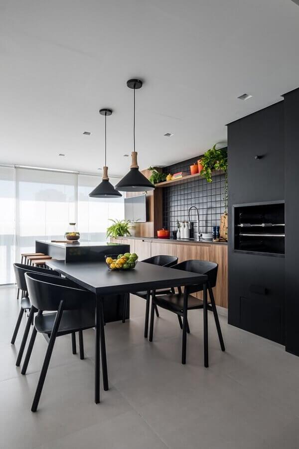Decoração com lustre para área gourmet preta moderna Foto Casa de Valentina