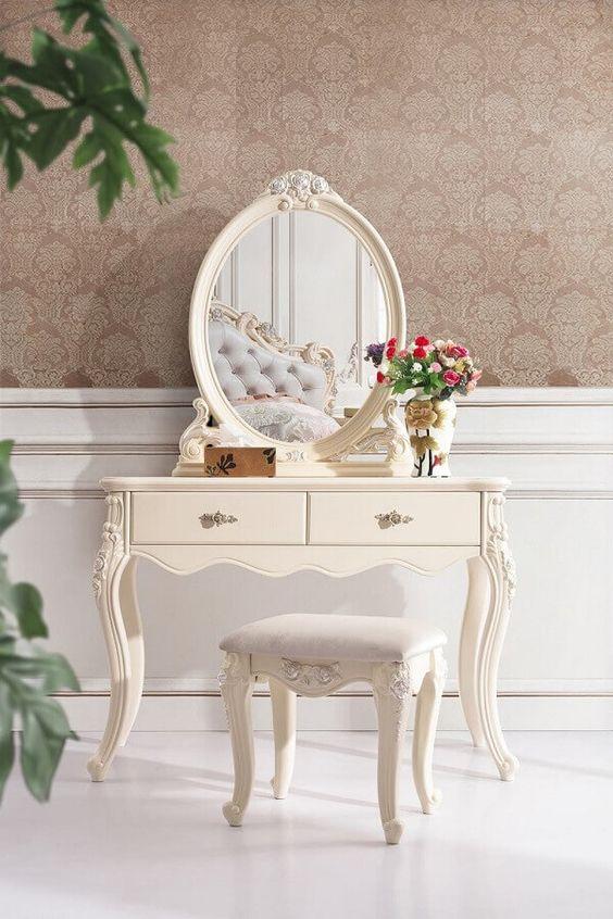 Decoração com móveis vintage para quarto com penteadeira antiga