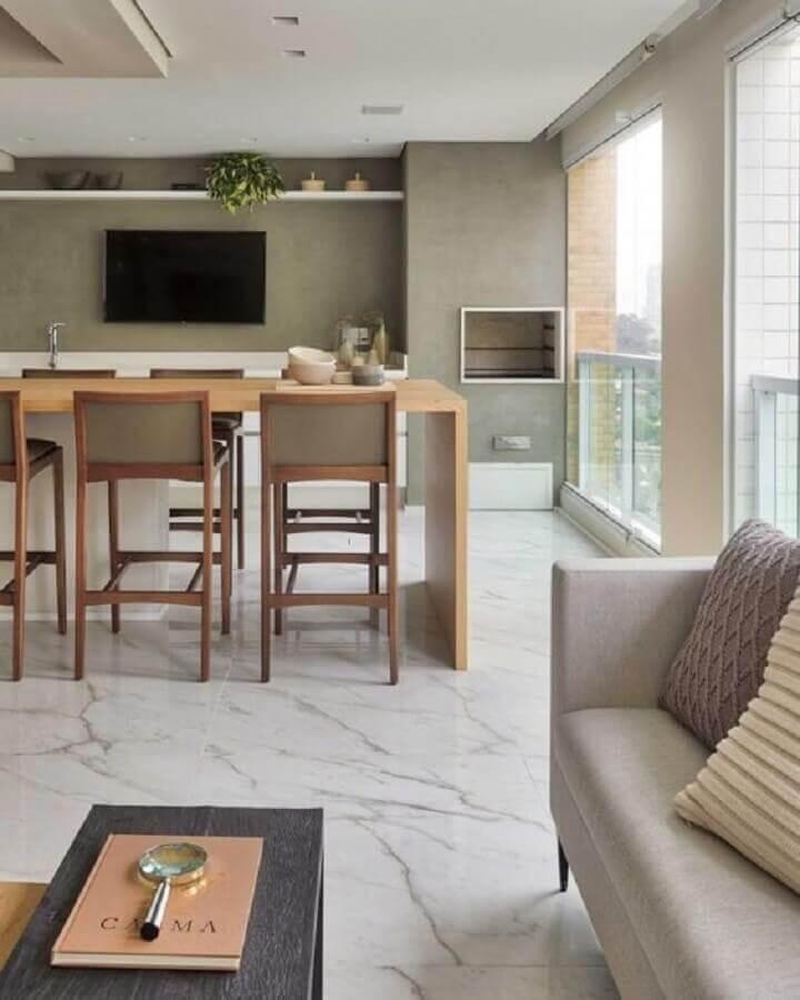 Decoração de apartamento com varanda gourmet grande em cores neutras Foto Dicas de Mulher