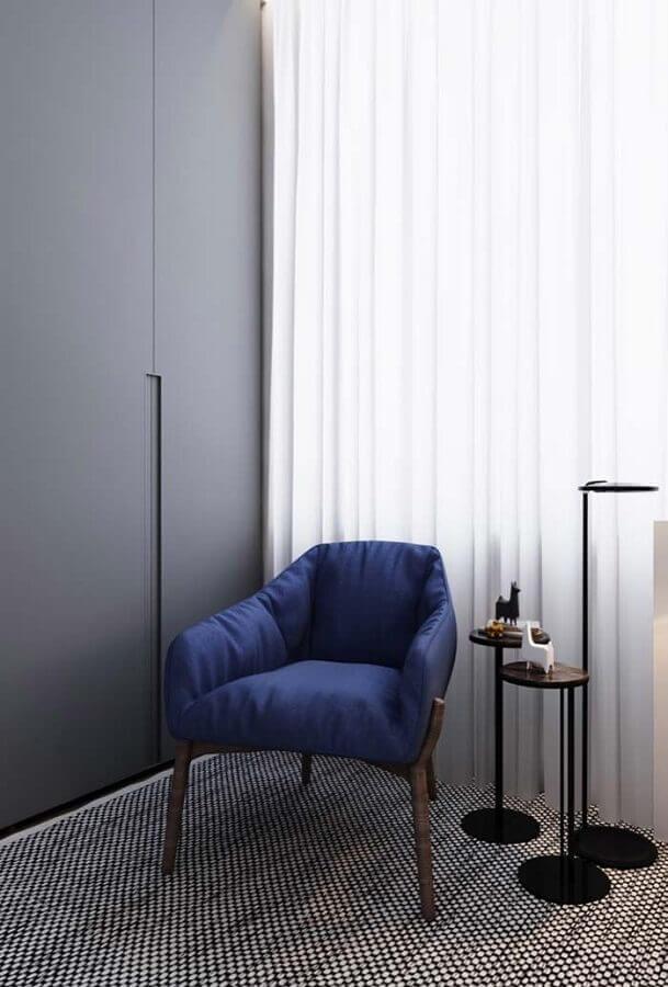 Decoração de quarto cinza com poltrona confortável simples azul Foto Behance