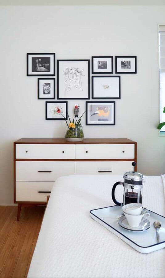 Decoração de quarto com cômoda retrô branca com madeira  Foto Pinterest