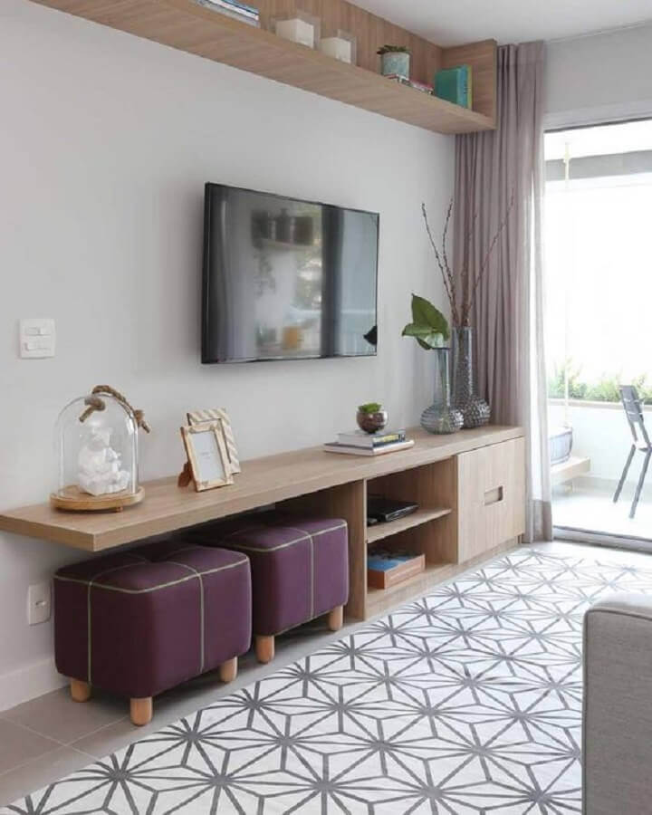 Decoração de sala de TV com puff banqueta quadrado Foto Pinterest