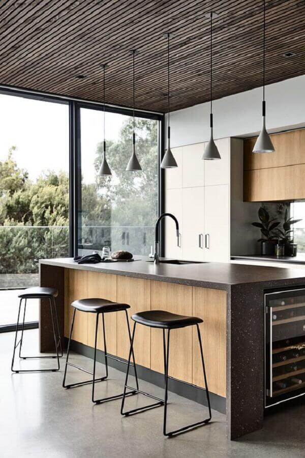 Decoração moderna com banquetas para ilha de cozinha planejada Foto Futurist Architecture