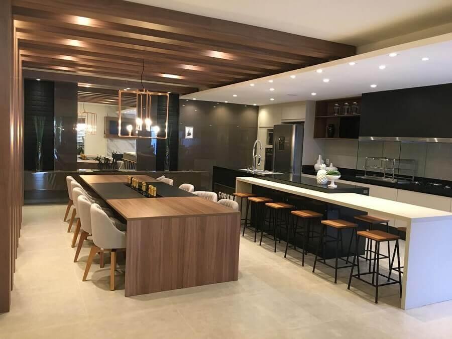 Decoração moderna de cozinha aberta com sala de jantar integrada Foto Jacqueline Fumagalli