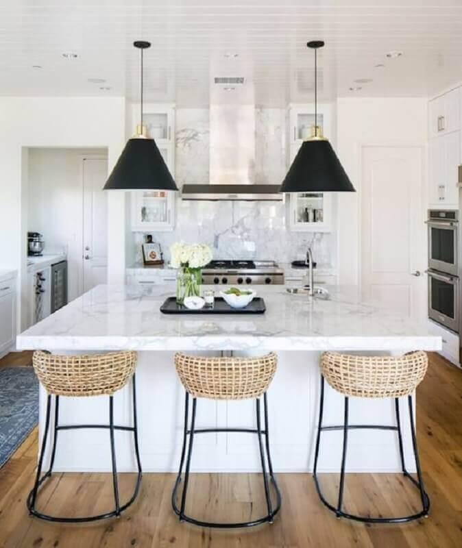 Decoração para ilha de cozinha com banqueta rústica Foto Apartment Therapy