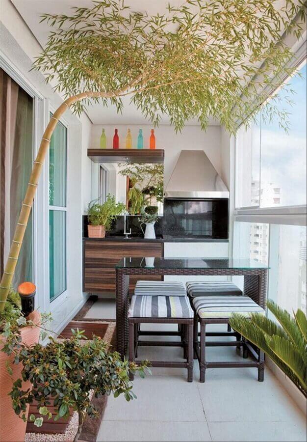 Decoração simples de varanda gourmet para apartamento pequeno com churrasqueira Foto Pinterest