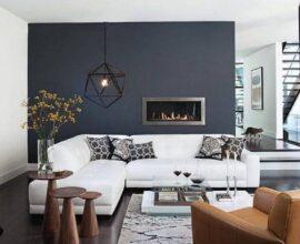 Decoraçao moderna para sala cinza e branco grande com lareira e mesa lateral de madeira Foto Pinterest