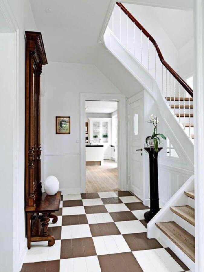Decoração de casa com piso xadrez branco e marrom Foto BO BEDRE