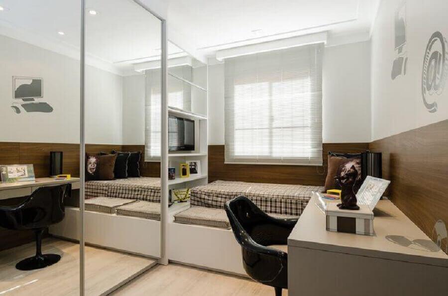 Decoração de quarto pequeno masculino com moveis planejados Foto Sakuma Arquitetura