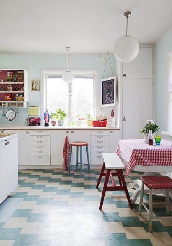 Decoração simples para cozinha retro com piso xadrez Foto Apartment Therapy