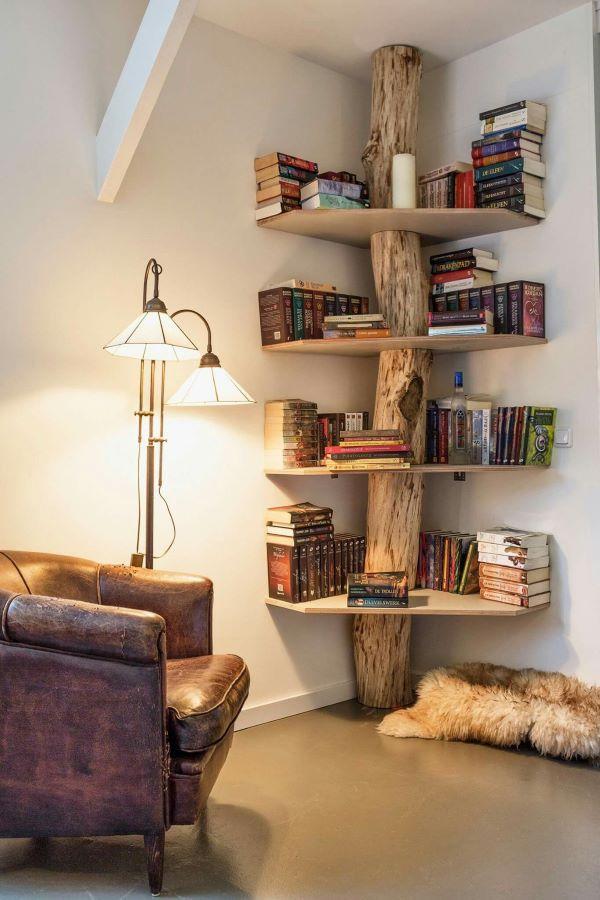 Estante de canto de madeira rústica para cantinho da leitura