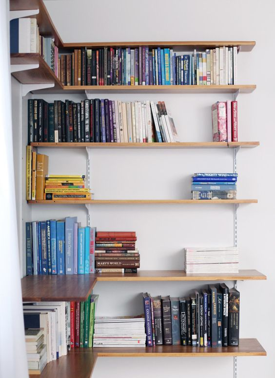 Estante de canto para livros