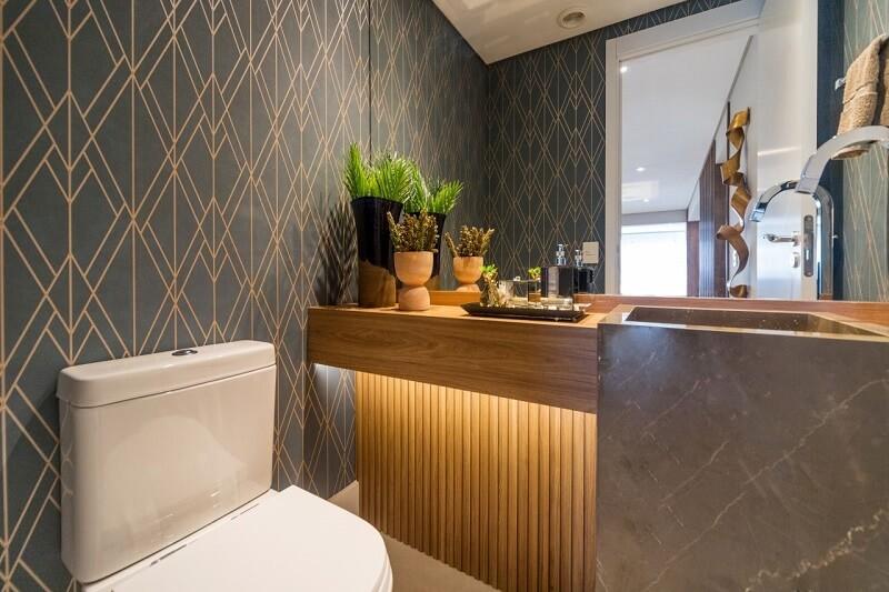 Existem opções de papéis de parede que podem ser usadas em áreas úmidas do imóvel. Fonte: Habitissimo