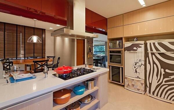 Feng Shui cozinha: mantenha os nichos e armários organizadas. Projeto de Isabela Bethonico