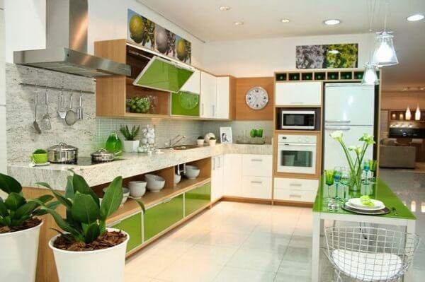 Feng Shui cozinha: vasos de plantas trazem frescor e boas energias para o ambiente. Fonte: Arkpad