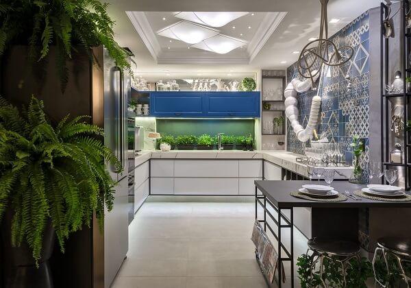 Feng shui cozinha: as plantas trazem boas energias para o ambiente. Fonte: Morar Mais Por Menos Goiânia 2017