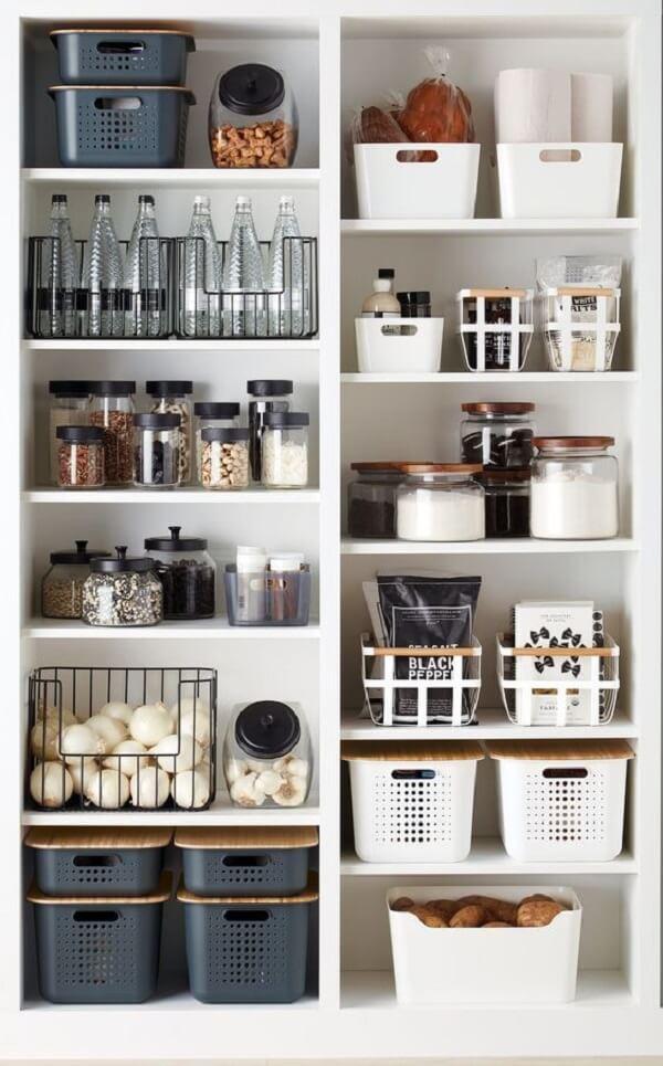 Feng shui cozinha: evite guardar em sua despensa ou geladeira potes quase vazios. Fonte: The Twinkle Diaries