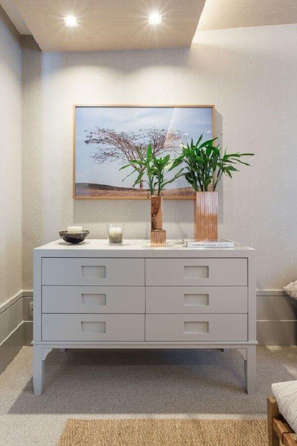 Hall de entrada decorado com cômoda branca Foto Quartos Etc.