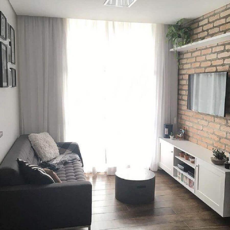 Ideias de cores para sala pequena e simples decorada com parede de tijolinho Foto Apto 21