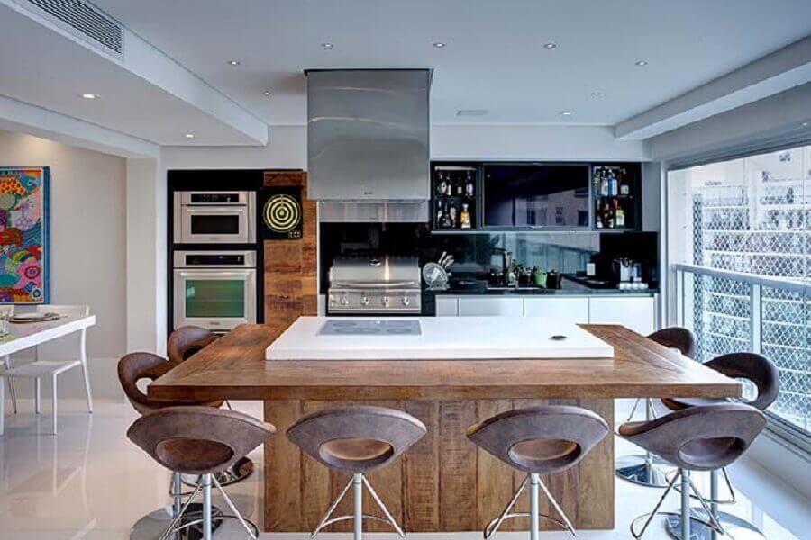Ilha planejada com cooktop para decoração de apartamento com varanda gourmet moderna Foto Pinterest
