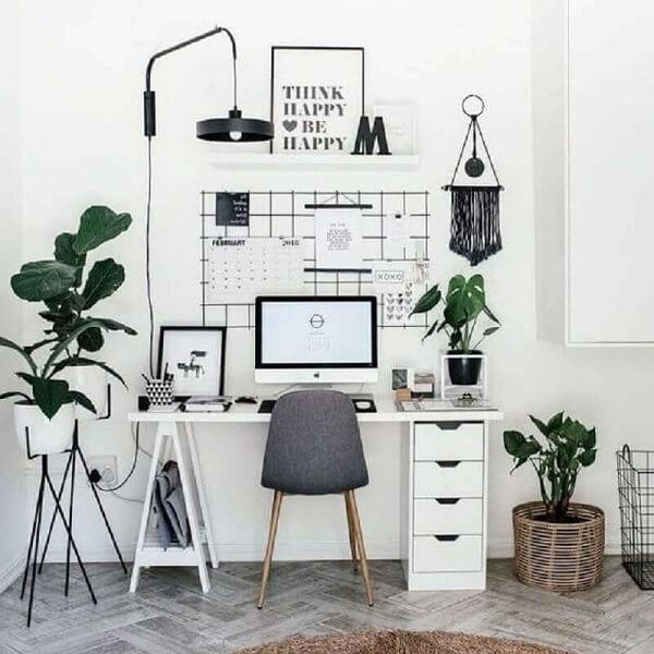 Invista em mesas de home office que já possuam gaveteiros para melhor organização. Fonte: Webcomunica