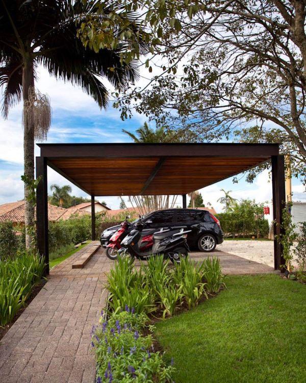 Jardim com modelos de garagem coberta