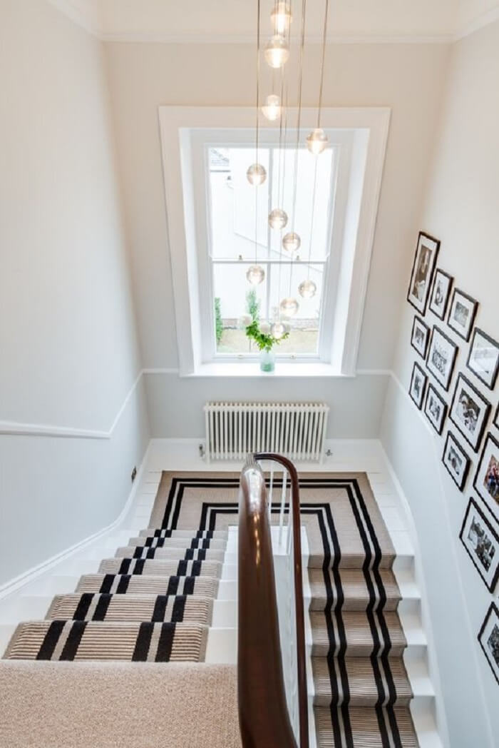 Lustre para escada com design delicado. Fonte: Pinterest